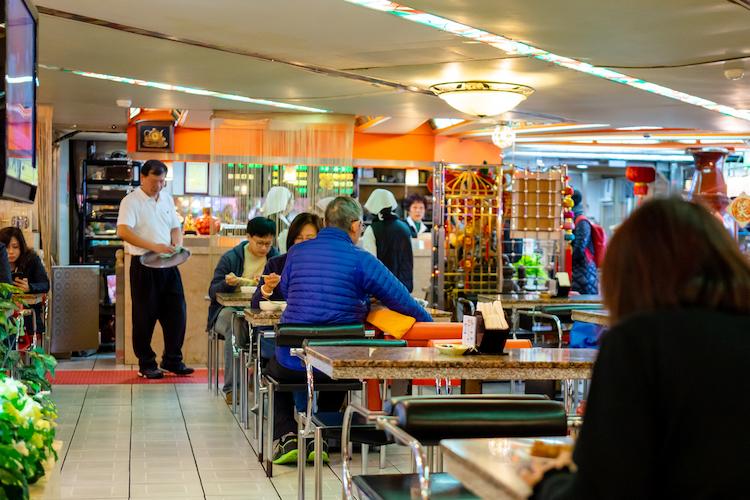 台湾で言うレストラン的な立ち位置なのかなと思っていたら、一人で来られている方もいてちょっと安心。