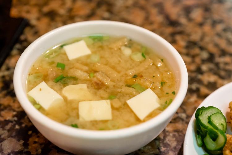 なんだか珍しかった豆腐とお上げのお味噌汁。