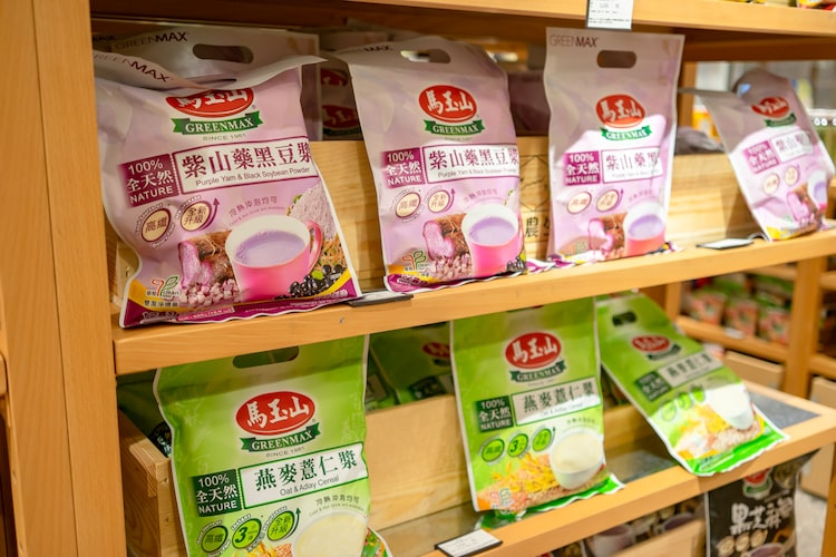 台湾のスーパーなどで見かけるお菓子やレトルトラーメン
